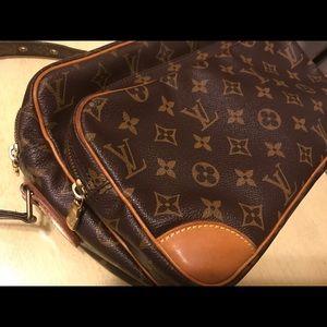 Louis Vuitton Bags - Authentic Louis Vuitton Monogram Cross Body bag